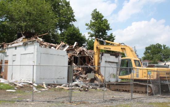 Pit Stop拆除开始 在评估污染后为被动公园让路