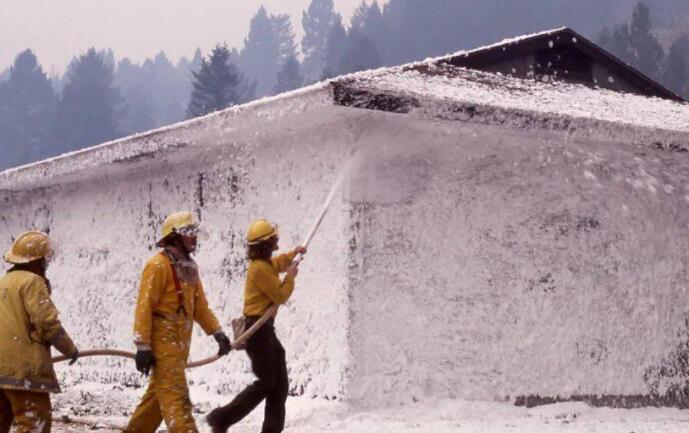 拉蒙特州长于10月签署立法 禁止使用含PFAS的消防泡沫